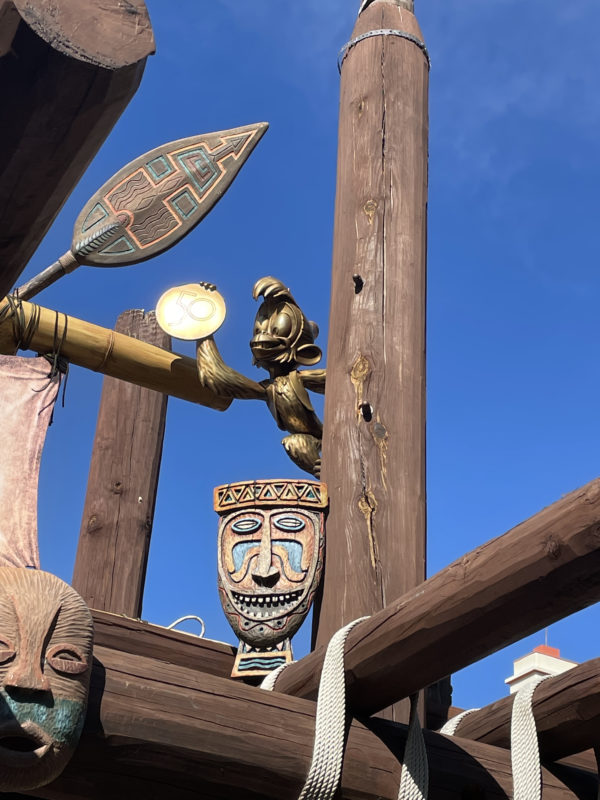 Can you find Abu (22) hanging out way up high in Adventureland?