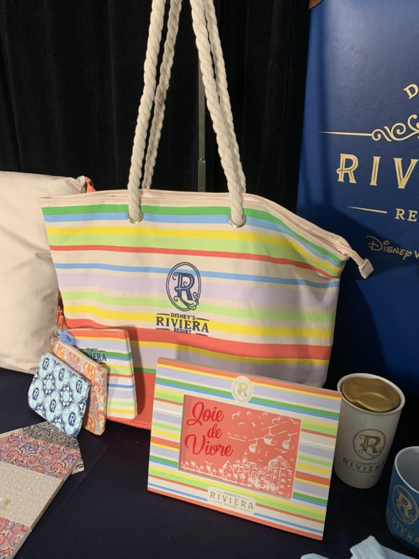 This collection perfectly shows the colors of the Riviera on the bag, the photo frame, and the small wallets that come in three designs and sizes.