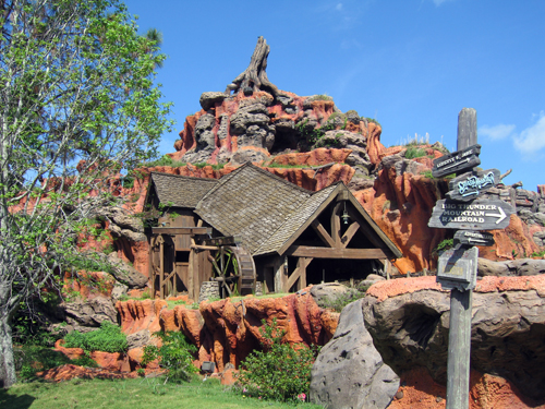 Splash Mountain is a great spot for photos- just watch out for the water!