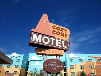 The Cozy Cone Motel sign points the way to the pool.