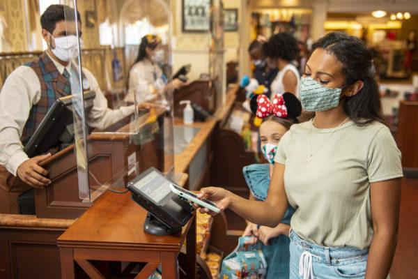 Disney installed plexiglass partitions at cash registers, and there are many signs reminding you to use contactless payment options. Photo credits (C) Disney Enterprises, Inc. All Rights Reserved