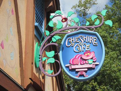 Disney now offers new cupcakes at the easily overlooked Cheshire Cafe.