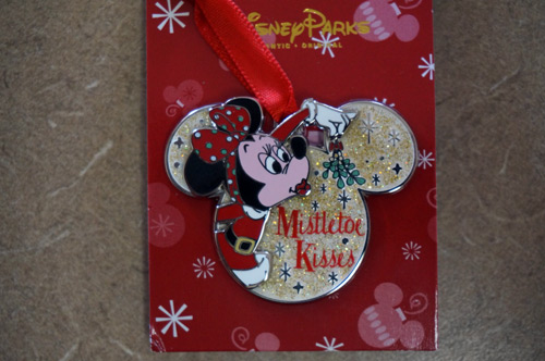 Minnie Mouse one a Missletoe Kisses Disney trading pin.