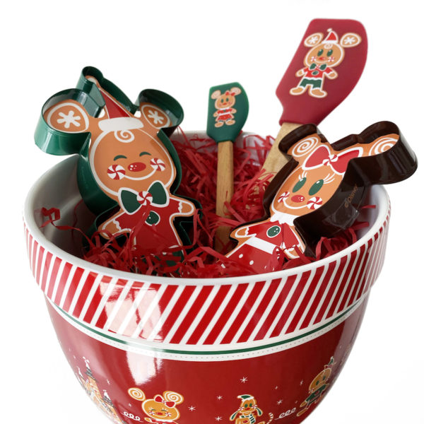 Gingerbread bookie baking kid. Photo credits (C) Disney Enterprises, Inc. All Rights Reserved