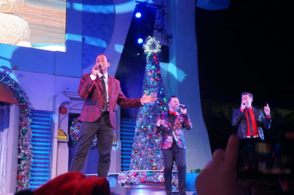 Smooth a cappella Christmas songs with The Edge Effect in Tomorrowland.