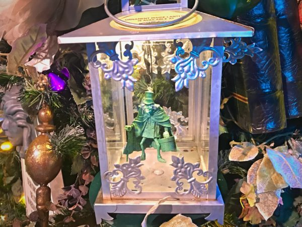 Look at the Hatbox Ghost on the Haunted Mansion themed tree.