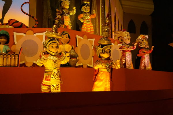 it's a small world is truly a classic audio animatronic attraction!