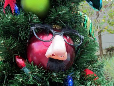 The waiting area near the theater had great themeing, like this ornament with glasses and a nose.