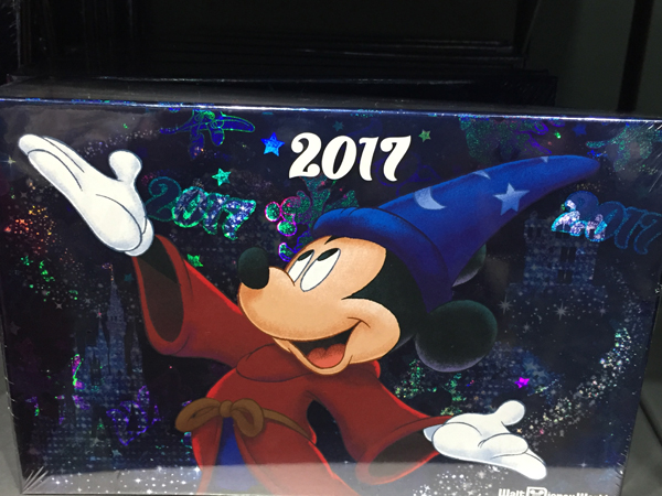 This 2017 autograph book would be great to bring along to character meet and greets or character dining experiences. Get signatures from all your favorite characters!