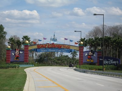 This Disney World welcome sign is a welcome sight as you head to the parking lot.
