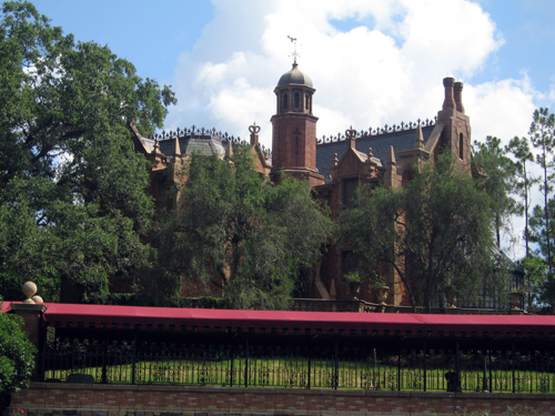Haunted Mansions were being built in both Disney World and Disneyland at the same time! How many happy haunts got a new home?