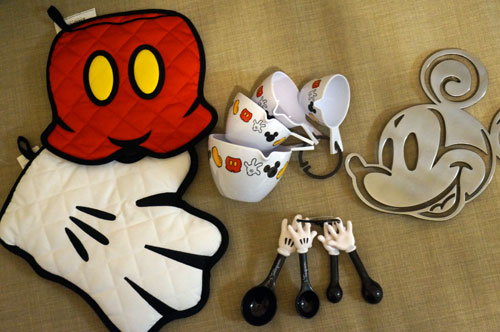 Prize pack of Disney themed kitchen accessories.