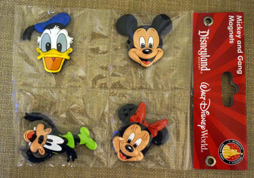 Mickey and gang magnets, including Donald Duck, Goofy, and Minnie Mouse.