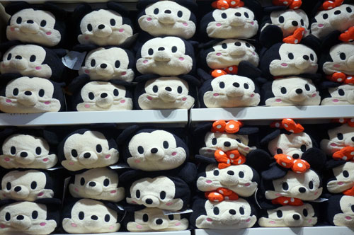 Tsum Tsum - they stack!
