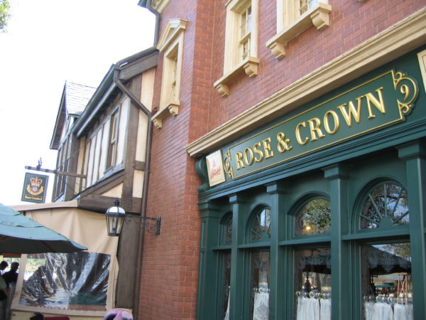 Rose and Crown has a Dining Room and a Pub, and they're both delicious!