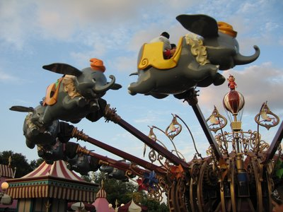 The new Dumbo offers an innovative pager system that allows you to have fun instead of walking a traditional queue.
