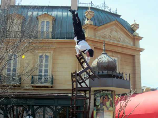 Serveur Amusant is a balancing act in the France pavilion!