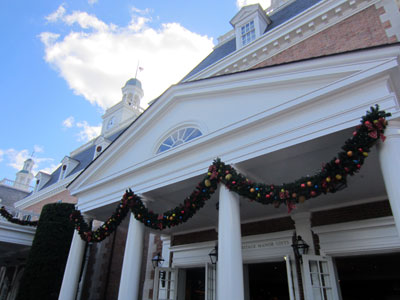The American Adventure looks regal with Colonial-styled garland.