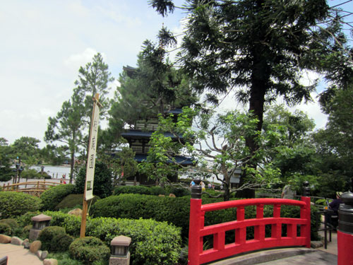 The trees and foliage separate the garden from the promenade.