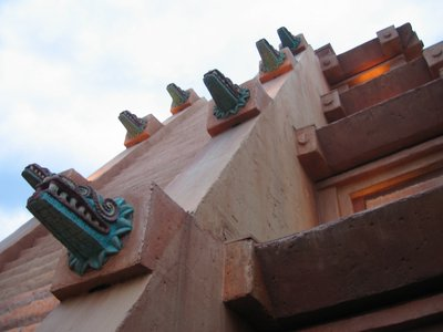 The details of the grand Mexico pyramid are both amazing and beautiful.
