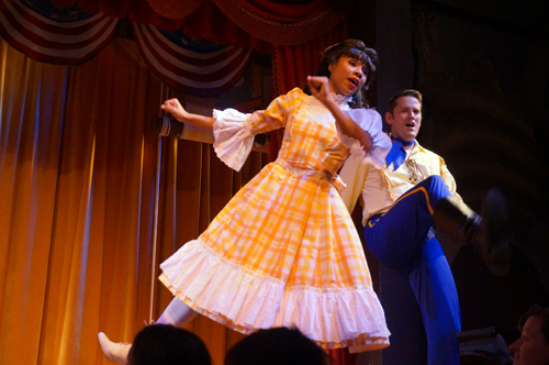 Catch a dinner show during your evening in Disney World!