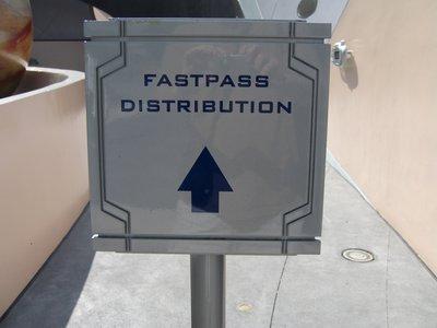 Follow the signs to the FastPass distrubtion machines.