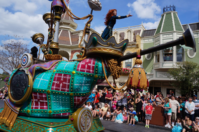 Merida waves to the crowd.