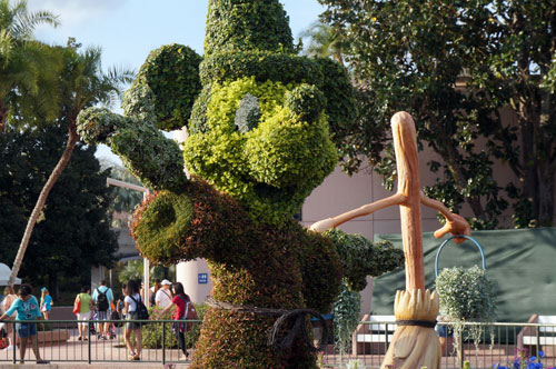 Sorcerer Mickey topiary.