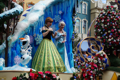 See Frozen Characters in the Festival of Fantasy parade.