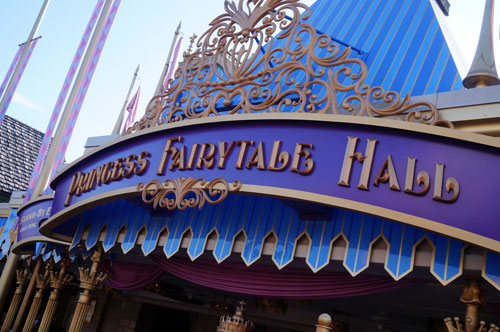 You can see Anna and Elsa in Princess Fairytale Hall.