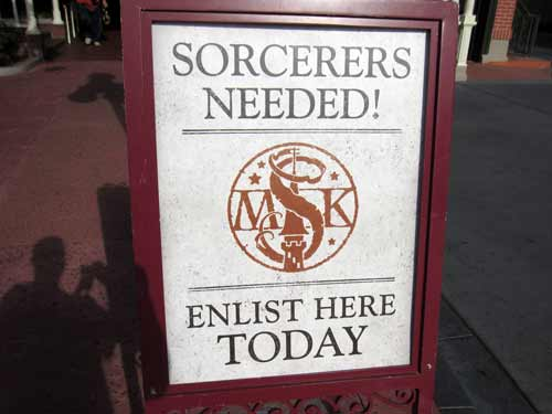 Do you have what it takes to be a sorcerer of the Magic Kingdom and stop the villains from taking over?