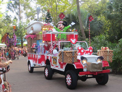Minnie's safari vehicle gets a Christmas make-over. Nice hubcaps!