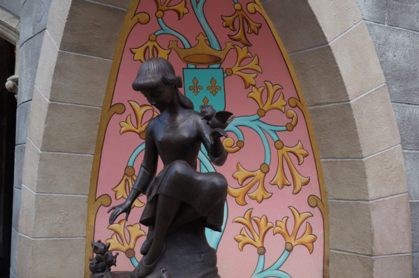 There are some fun details around Cinderella Castle.