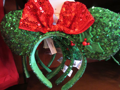 Christmas-themed Minnie Mouse ear hat.