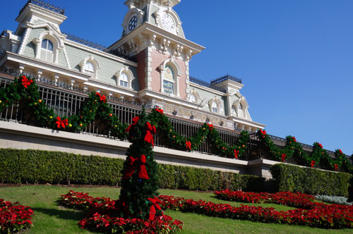 The Christmas decorations begin before you even get to Main Street.