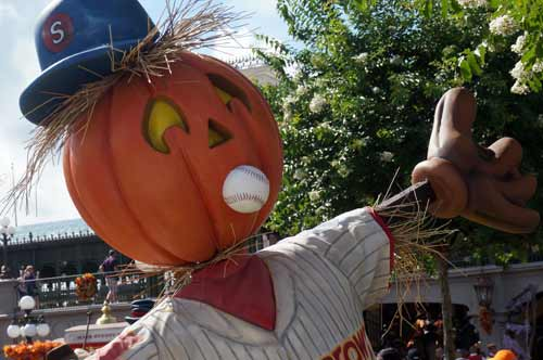 It looks like this scarecrow needs to keep his eye on the ball.