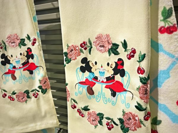 Smooching Mikey and Minnie dish towels so cute! $19.99