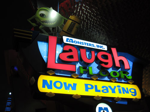 The Laugh Floor keeps you entertained even while waiting for the next show to begin!