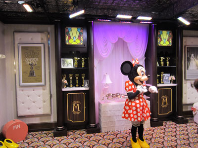 Minnie has plenty of room to greet guests.