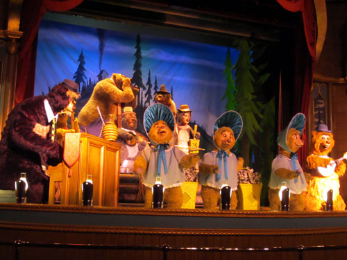 All the Country Bears come out to play in the finale.
