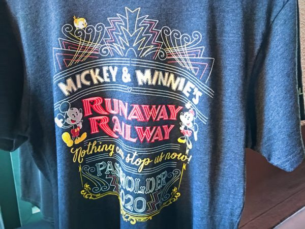 This Passholder tee features Mickey and Minnie in a very Hollywood style!