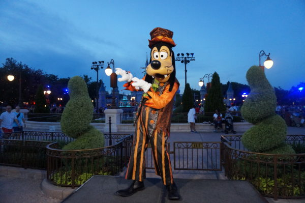 Goofy looks quite stylish too!