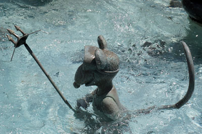 In the fountain, Rizzo the Rat seems to be ready for a spear-fishing expedition.