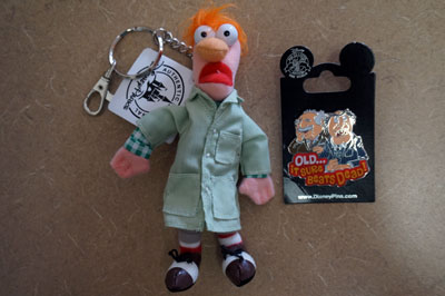 The prize also includes a Beaker key chain.  You gotta love Beaker!