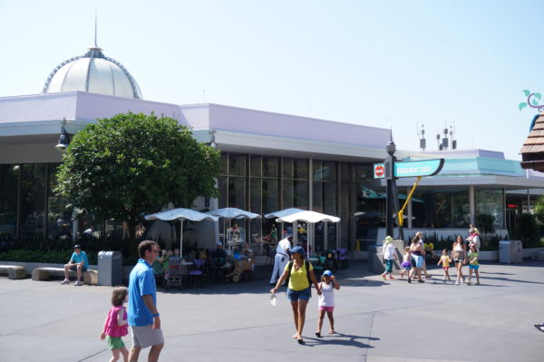 Cosmic Ray's Starlight Cafe is a great dining choice in Magic Kingdom because of its large menu and availability of outdoor seating.