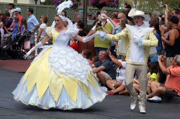 A Swan Court followed alongside Cinderella.