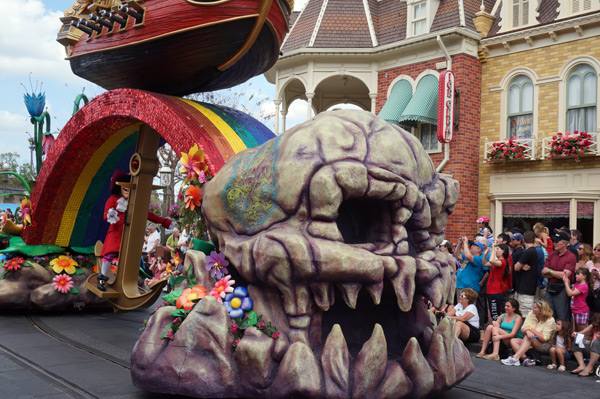 Look how beautiful this Peter Pan float is!