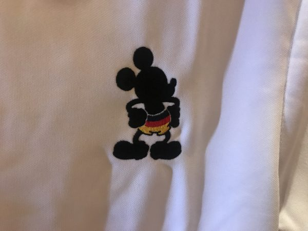 Mickey shows off some German-colored shorts in this shirt.