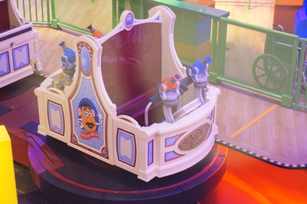 The Toy Story Mania ride vehicle integrates well with the midway game-theme and makes the ride a lot of fun!