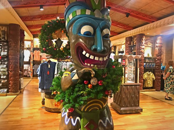Event the tikis in Boutiki are in the Christmas spirit!